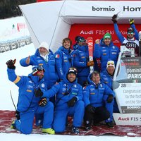 The Azzurri team cheering with Dominik Paris! - Credits: Pentaphoto